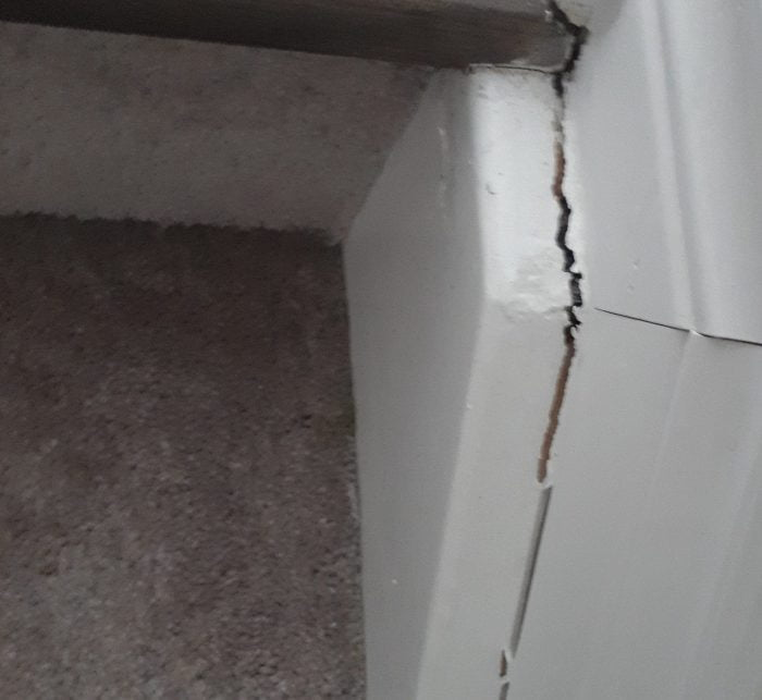 shifting house with cracks