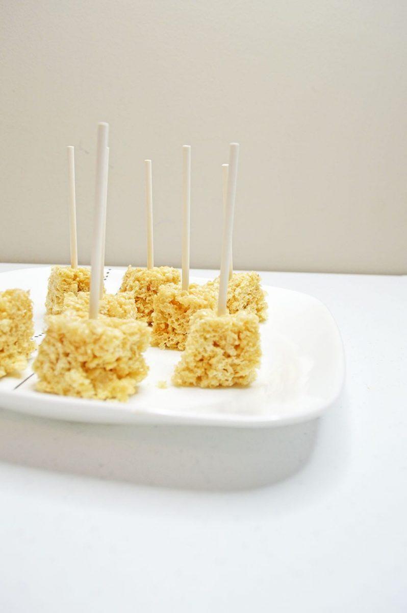 Valentine's Day Rice Krispie Pops R
