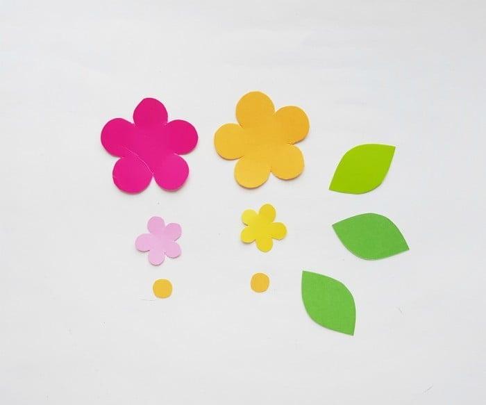 Paper Flower Wreath Craft step 1