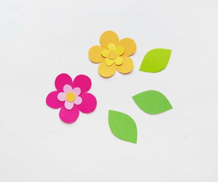 Paper Flower Wreath Craft step 2