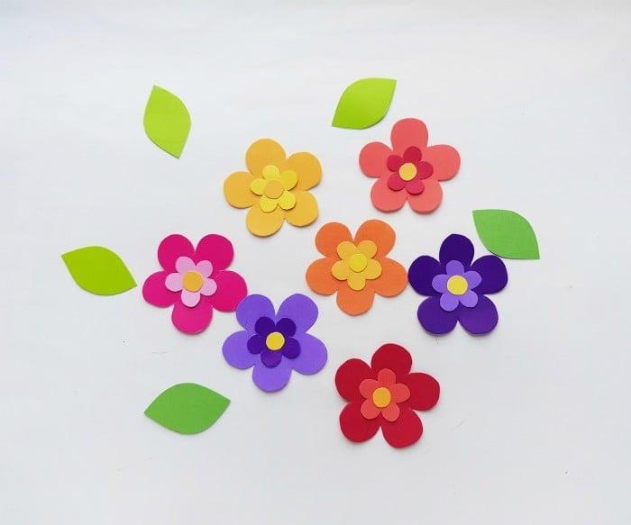 Paper Flower Wreath Craft step 3