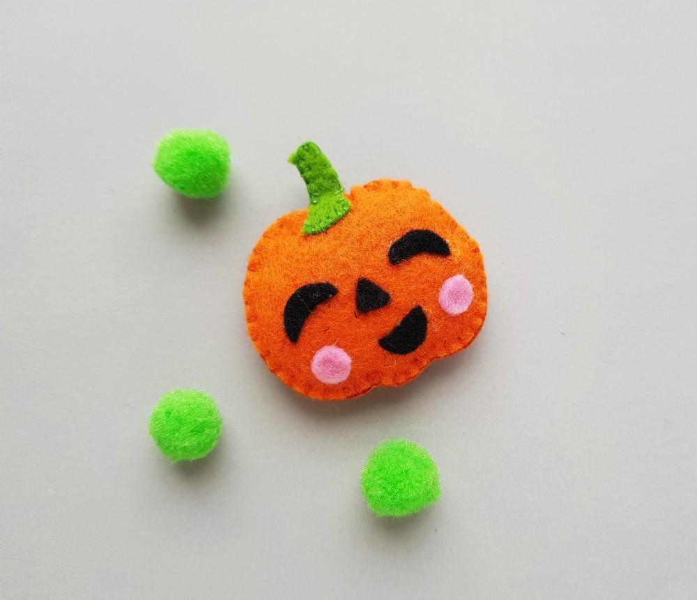 DIY Easy Jack-O'-Lantern Felt Plush