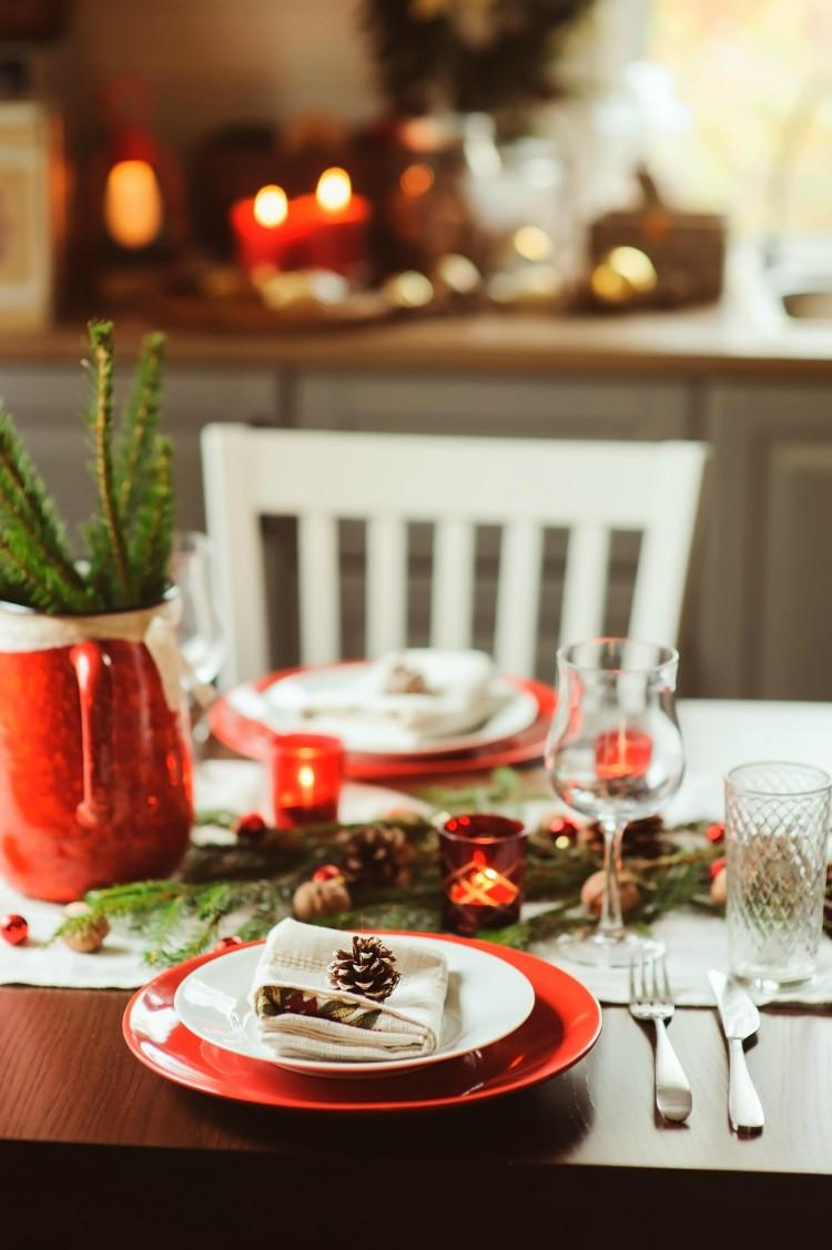 Classic Christmas table decoration and setting
