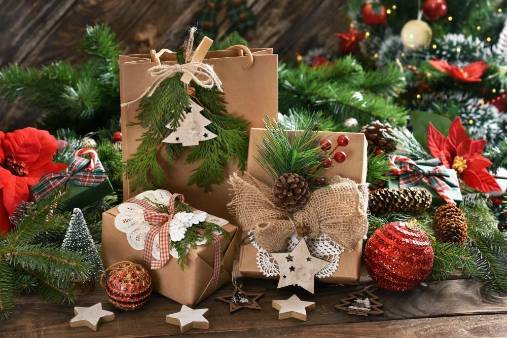 Diy Christmas Paper Gift Bag Ideas For The Family Omc