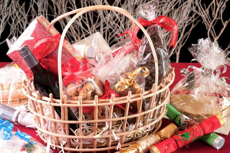 Christmas Gift Baskets DIY and Hamper Themed Ideas For Families