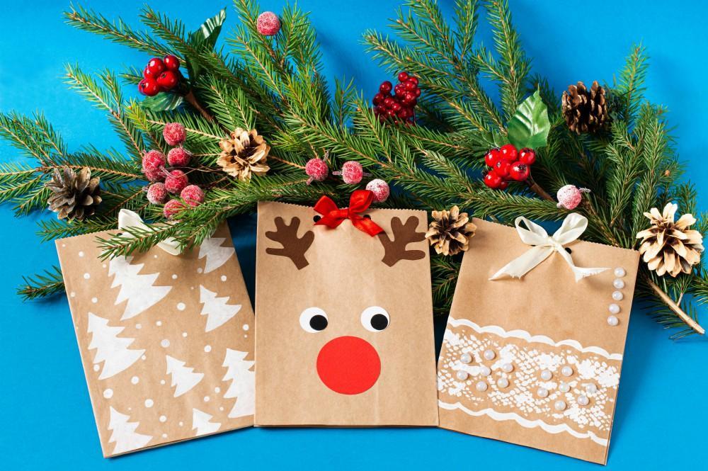 DIY Christmas paper gift bags