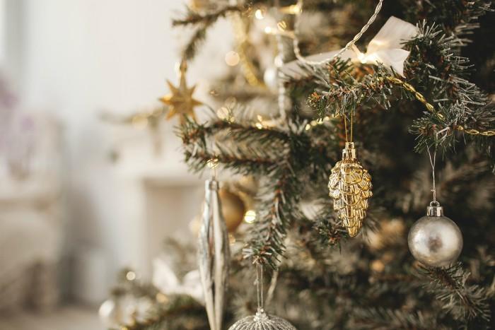 Traditional Elegance Christmas Tree Theme