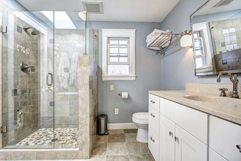 10 Easy Bathroom Clutter-Proof Tips