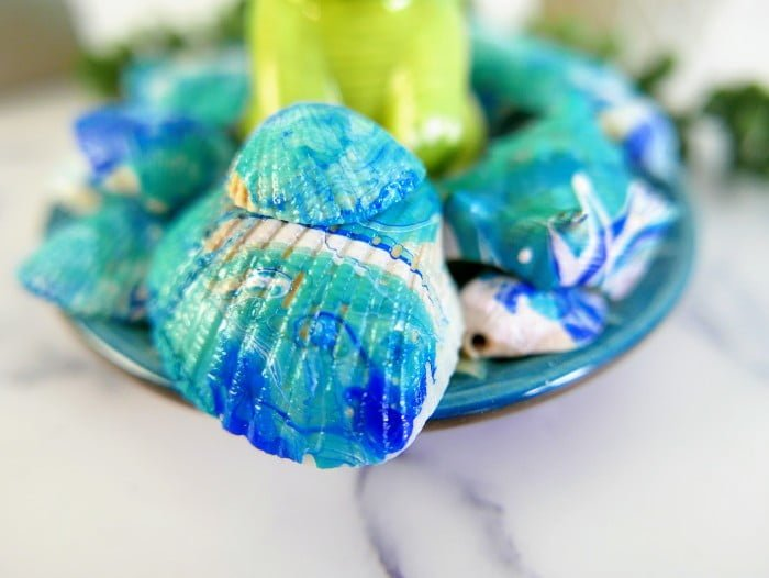 Seashell Decor with Marbled Effect Using Nail Polish Dip