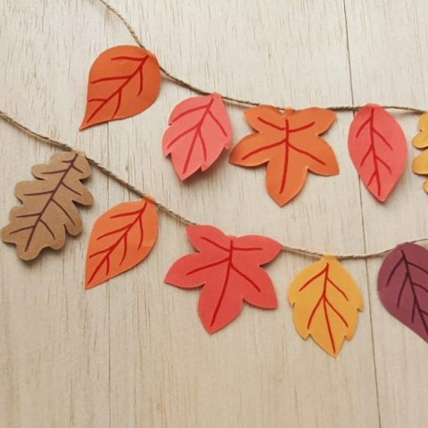 Fall leaves paper craft garland with a free leaves printable template
